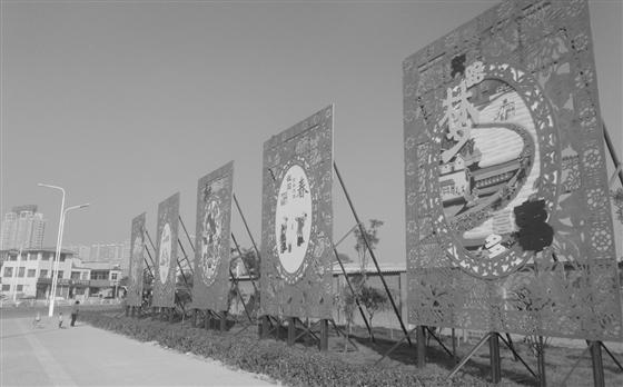 """五块鲜红的""""中国梦""""立体剪纸造型雕刻矗立街头"""